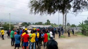 Ex seperatist fighters in negotiations with authorities in Buea during the protest