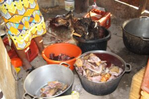 Women cooking bushmeat to sell in restaurant (Picture by Solomon Tembang)